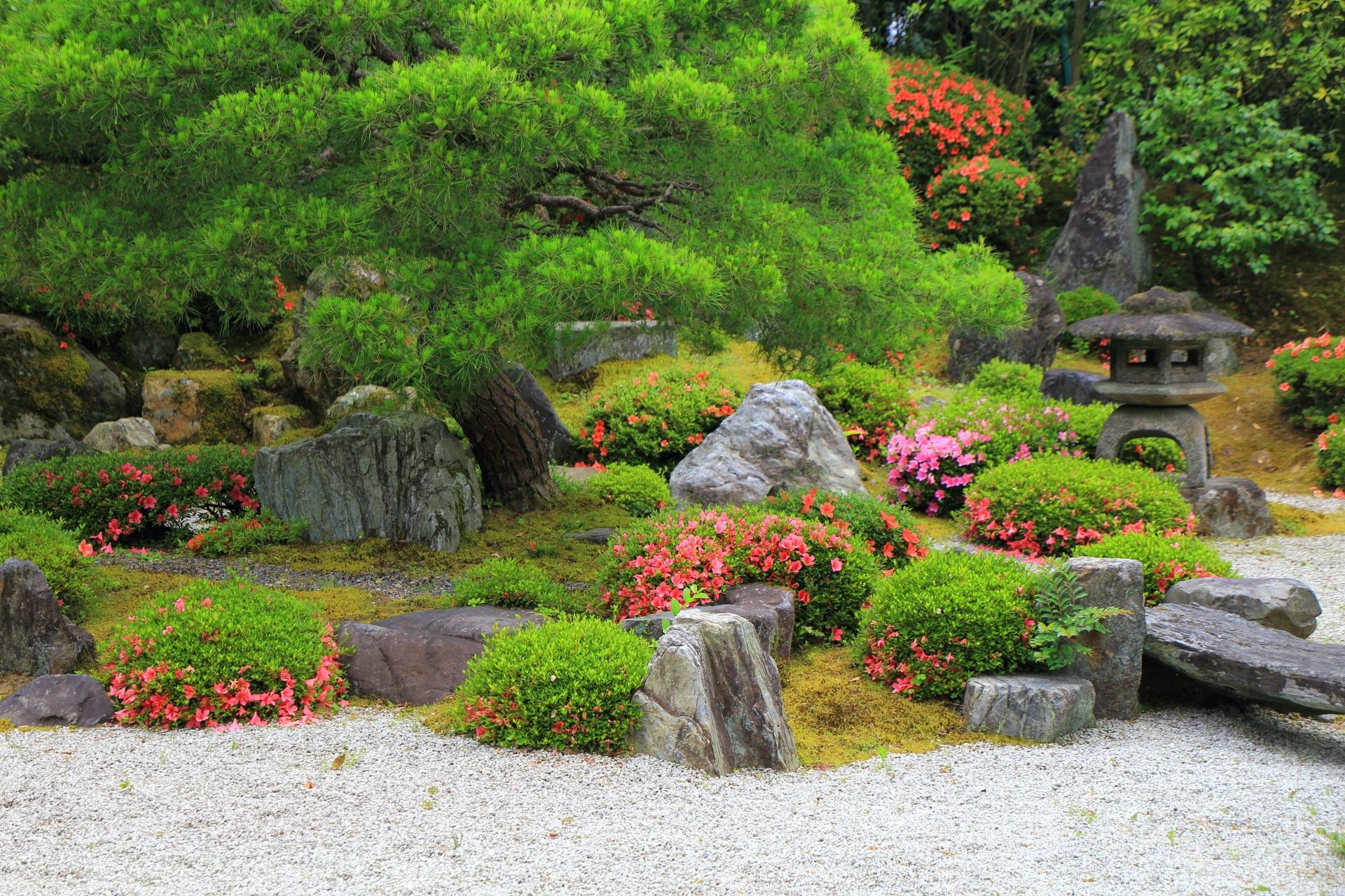風情の中にも華やかさが散りばめられている友禅苑