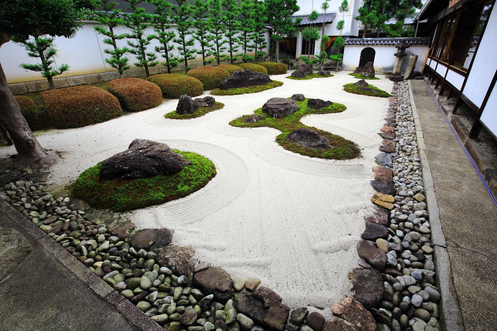十六羅漢石庭で知られる妙蓮寺(みょうれんじ)