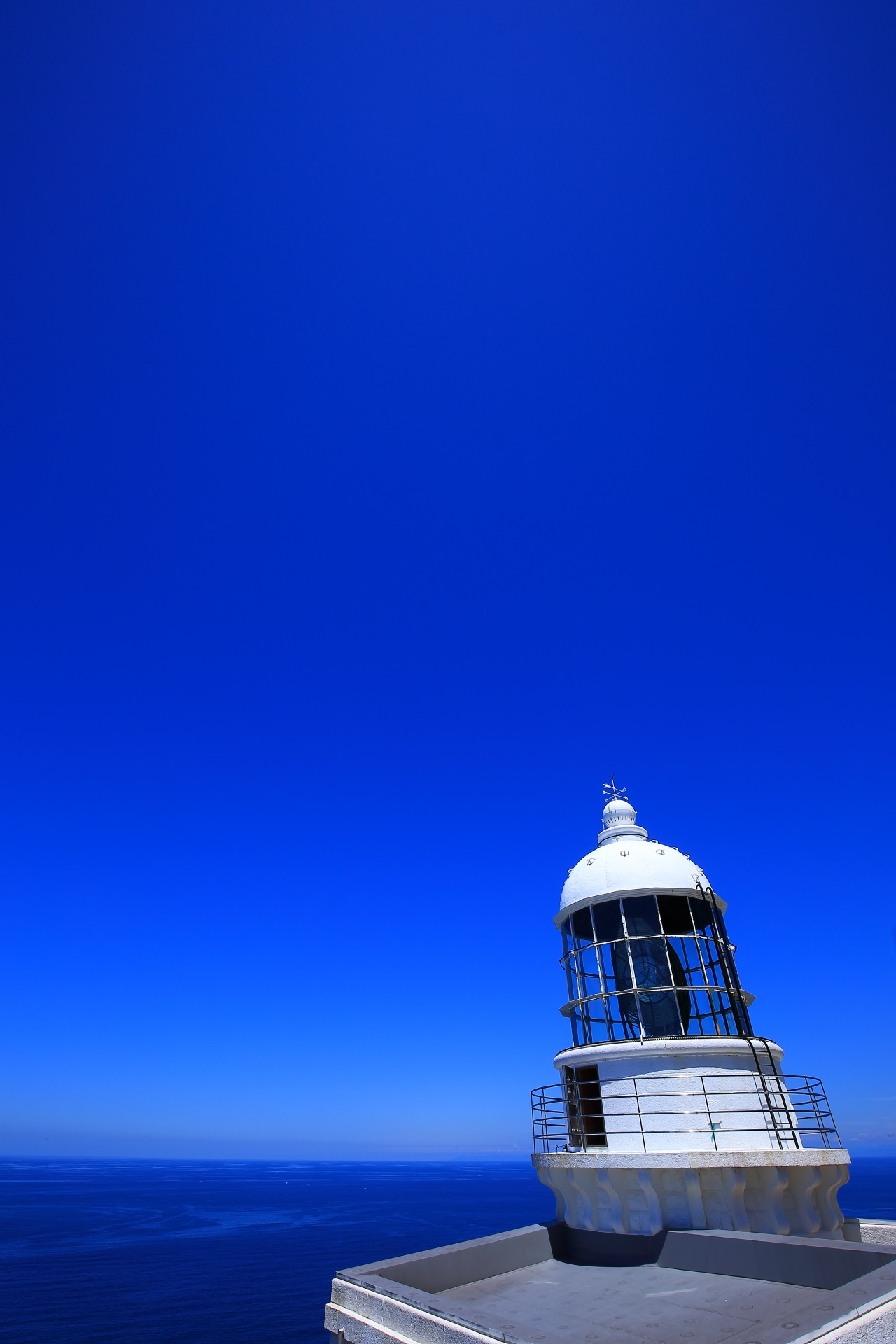 White Kyoga-Misaki Lighthouse in Kyoto and a beautiful sea