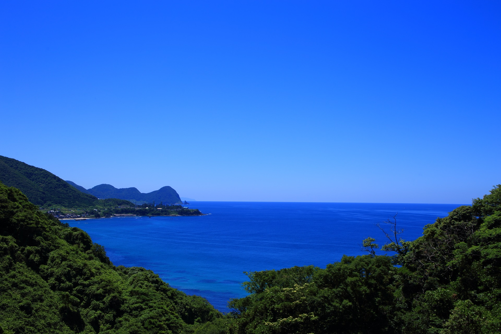 丹海バスの「経ヶ岬」バス停付近から眺めた景色