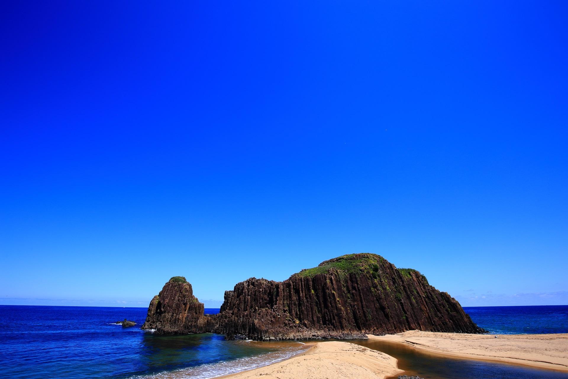 地球の力を感じる玄武岩の自然石である立岩