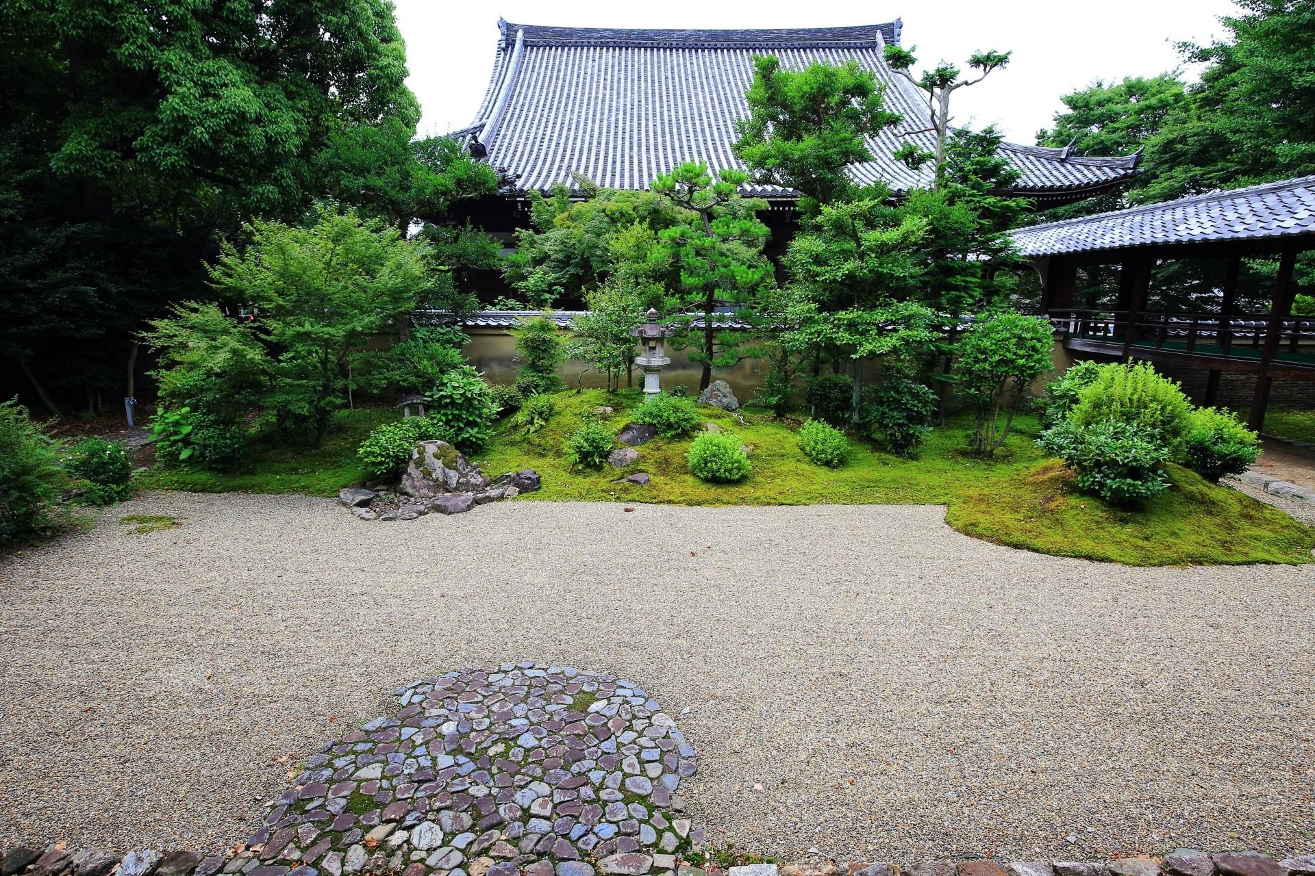 枯山水庭園の京都市指定名勝の龍華苑(りゅうげえん)