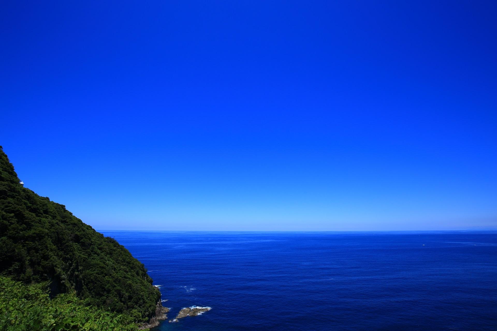 青い空と青い海の京丹後袖志の経ヶ岬