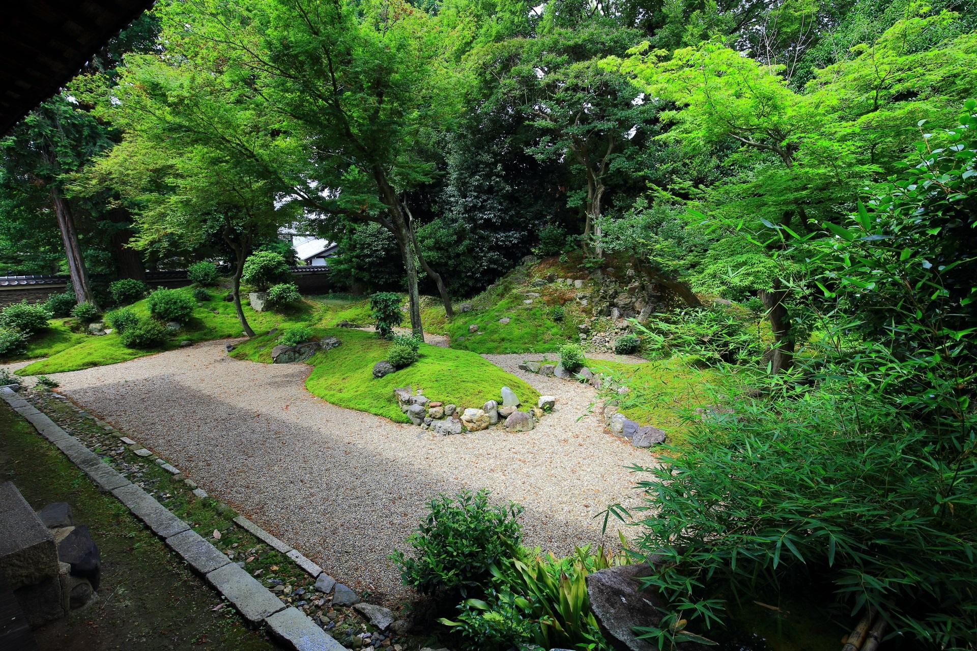 立本寺の客殿西側の龍華庭園
