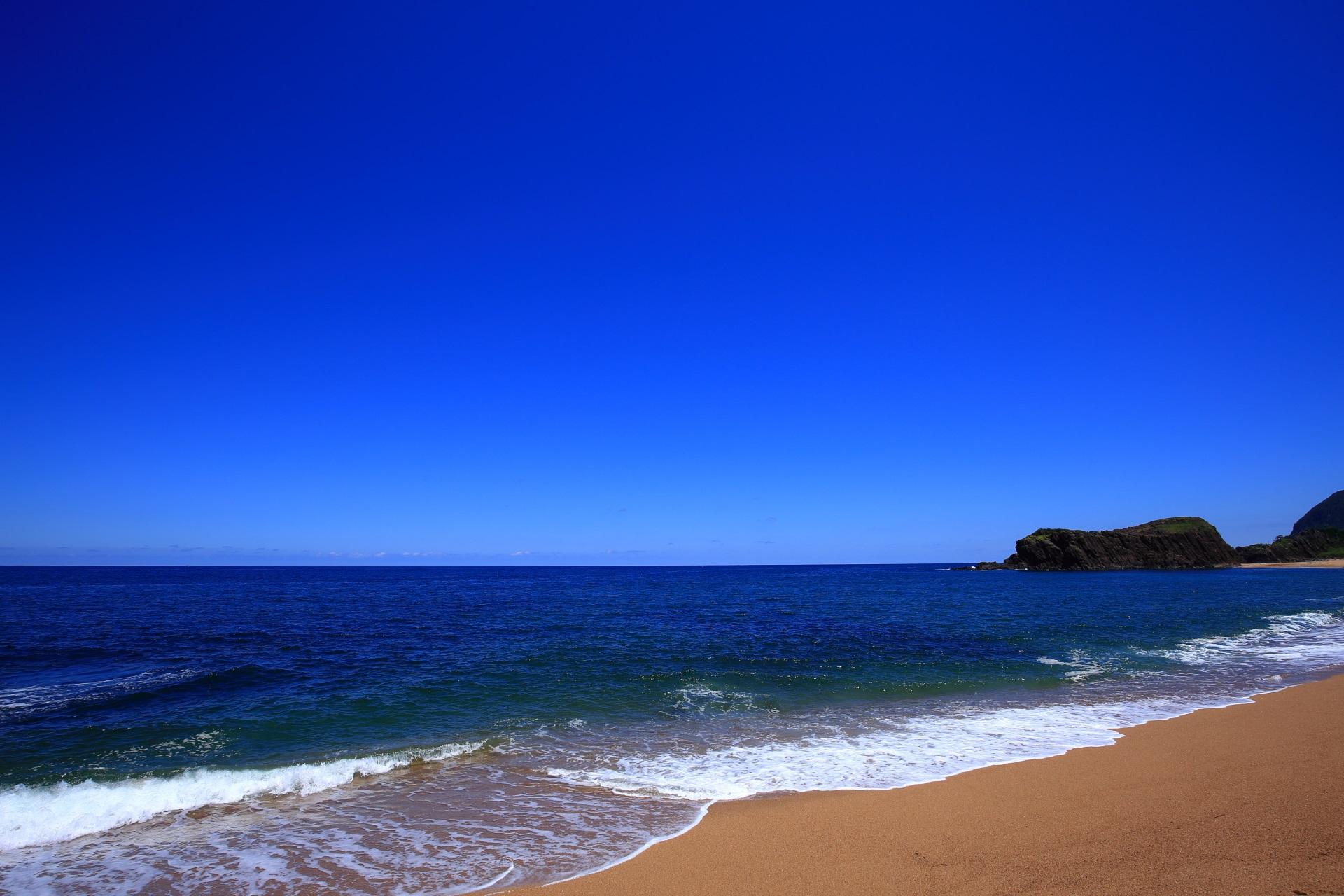京丹後の間人(たいざ)の後ヶ浜(のちがはま)海岸と立岩