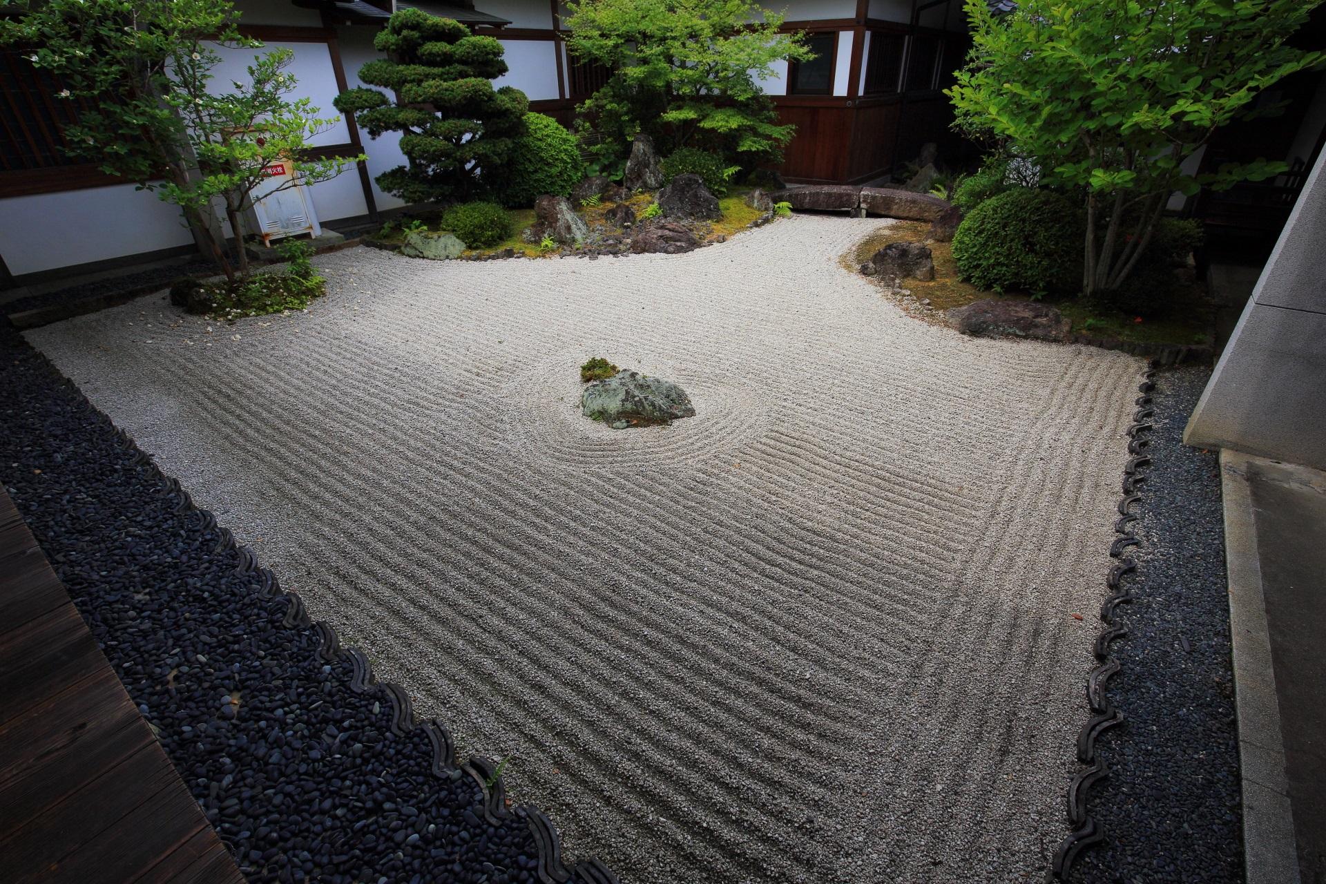 智積院の風情ある中庭