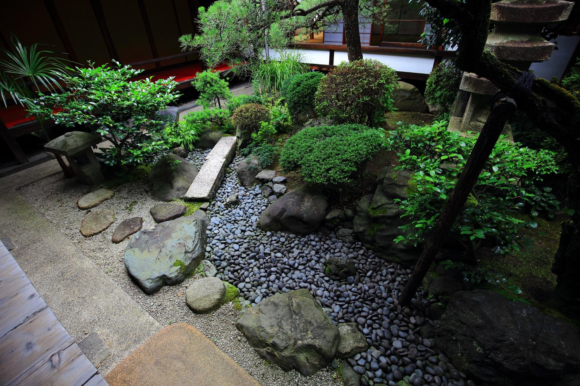 妙蓮寺の風情ある中庭