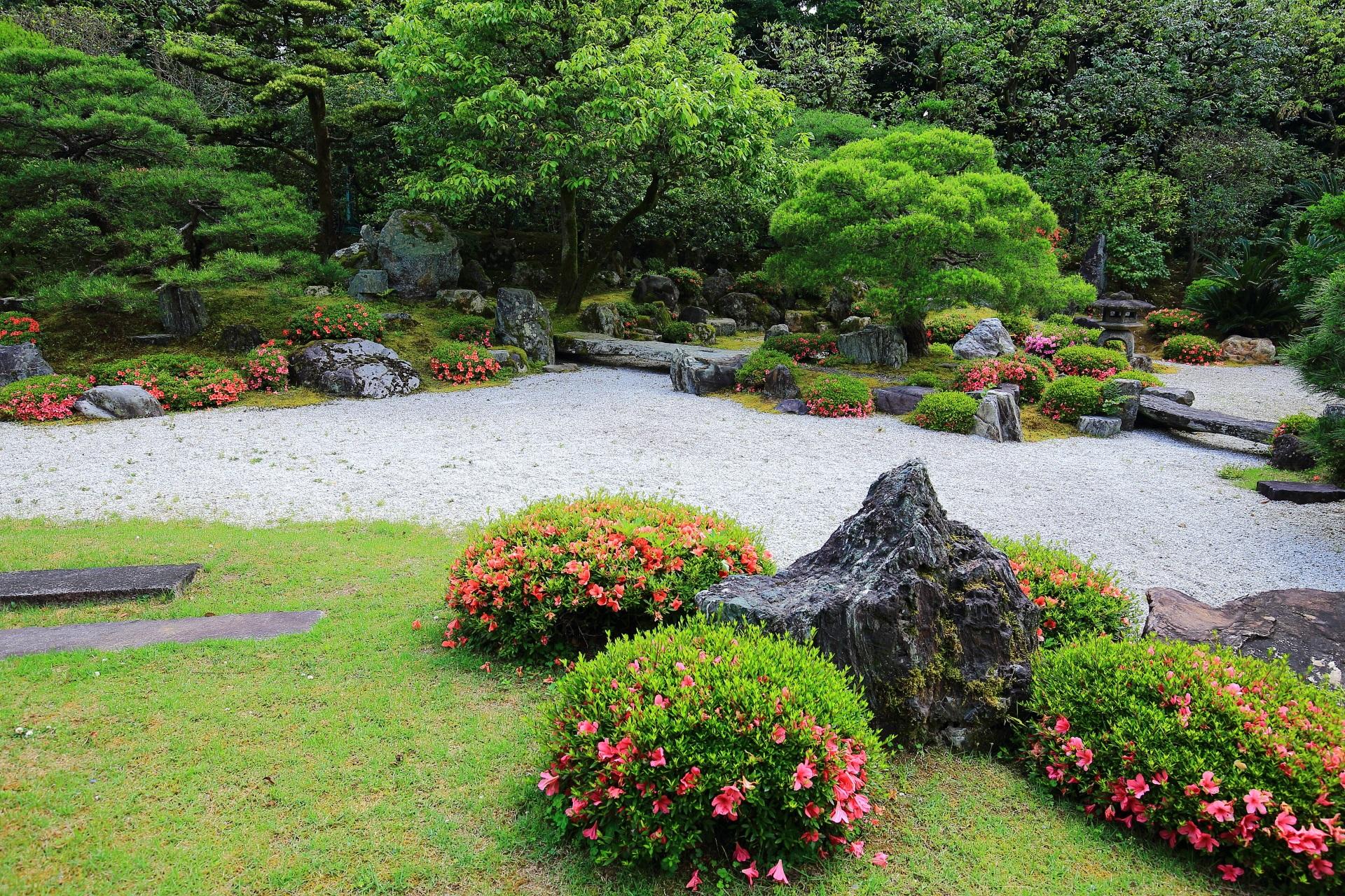 友禅苑 さつき 風情ある庭園を華やぐ春の彩り
