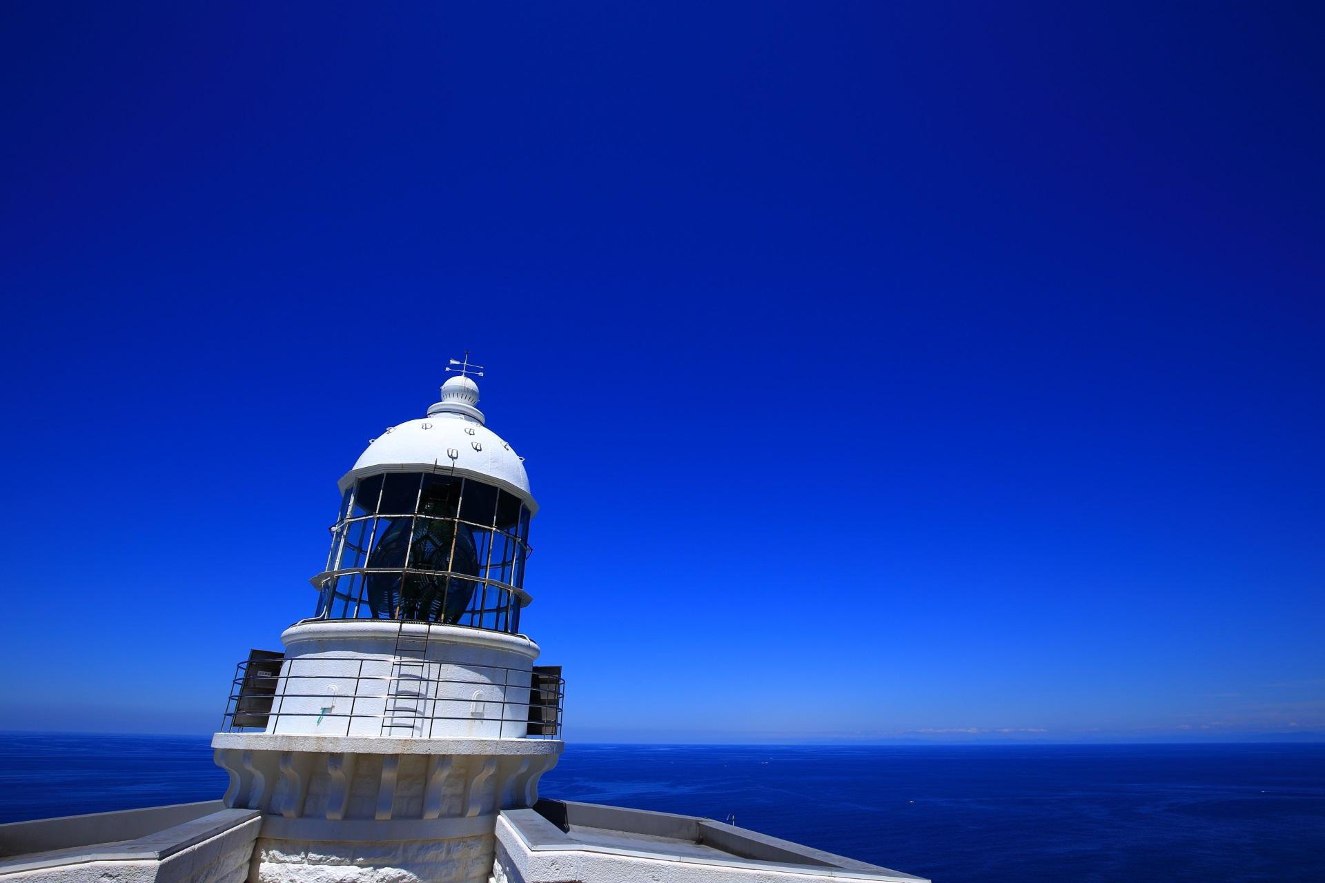 全国で6灯台しかない最高級の第1等レンズを使用した経ヶ岬灯台