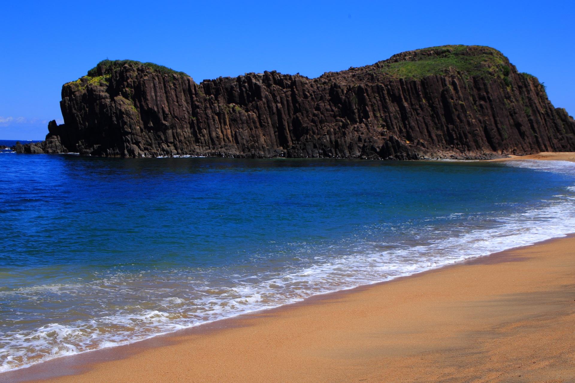 見事な京丹後の名勝の立岩と海