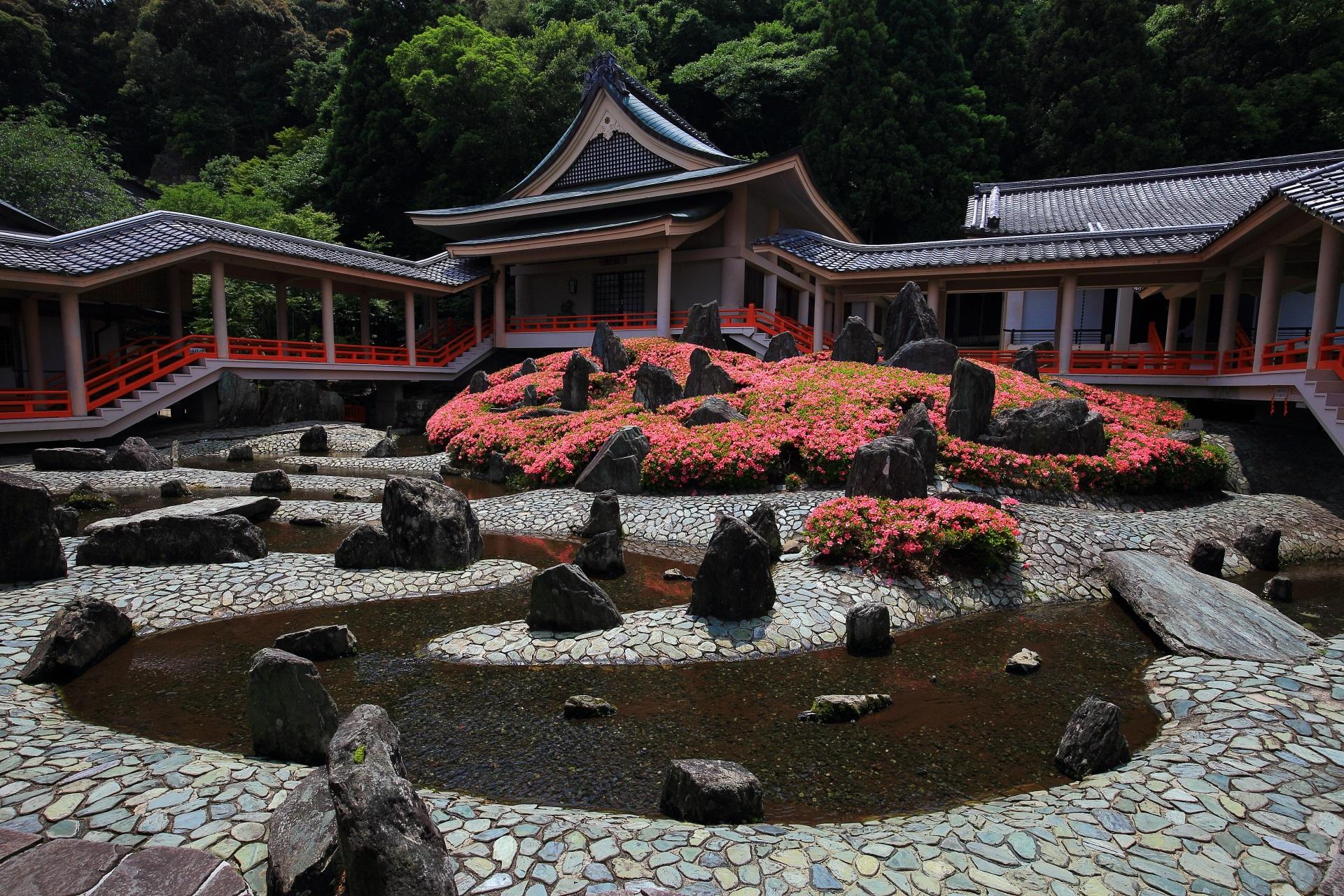 松尾大社 さつき 華やかに彩られる水の庭園