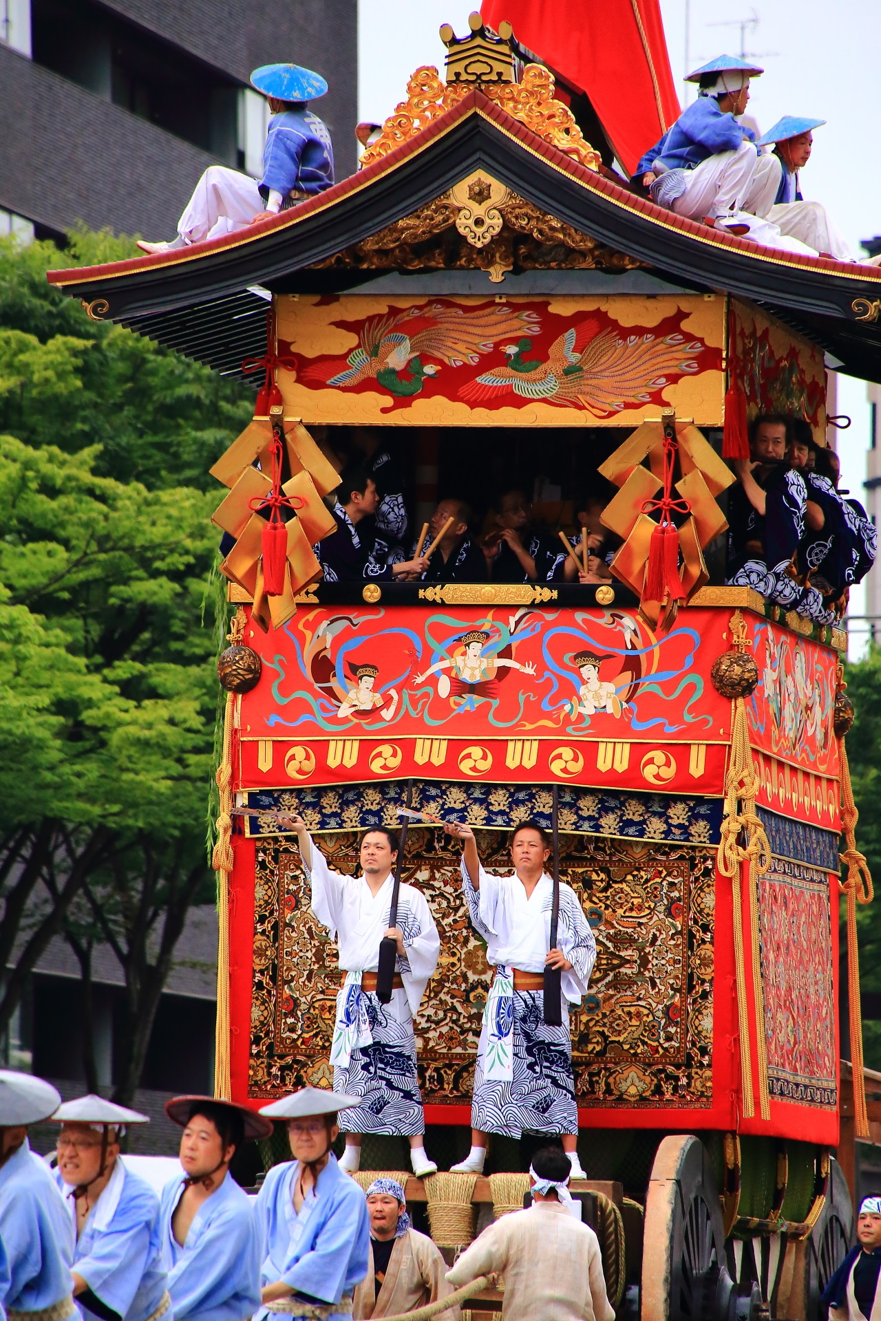 Minami-Kannon-Yama appeared in the Yama-Hoko Junko Cruise of the Kyoto Gion-Matsuri Festival