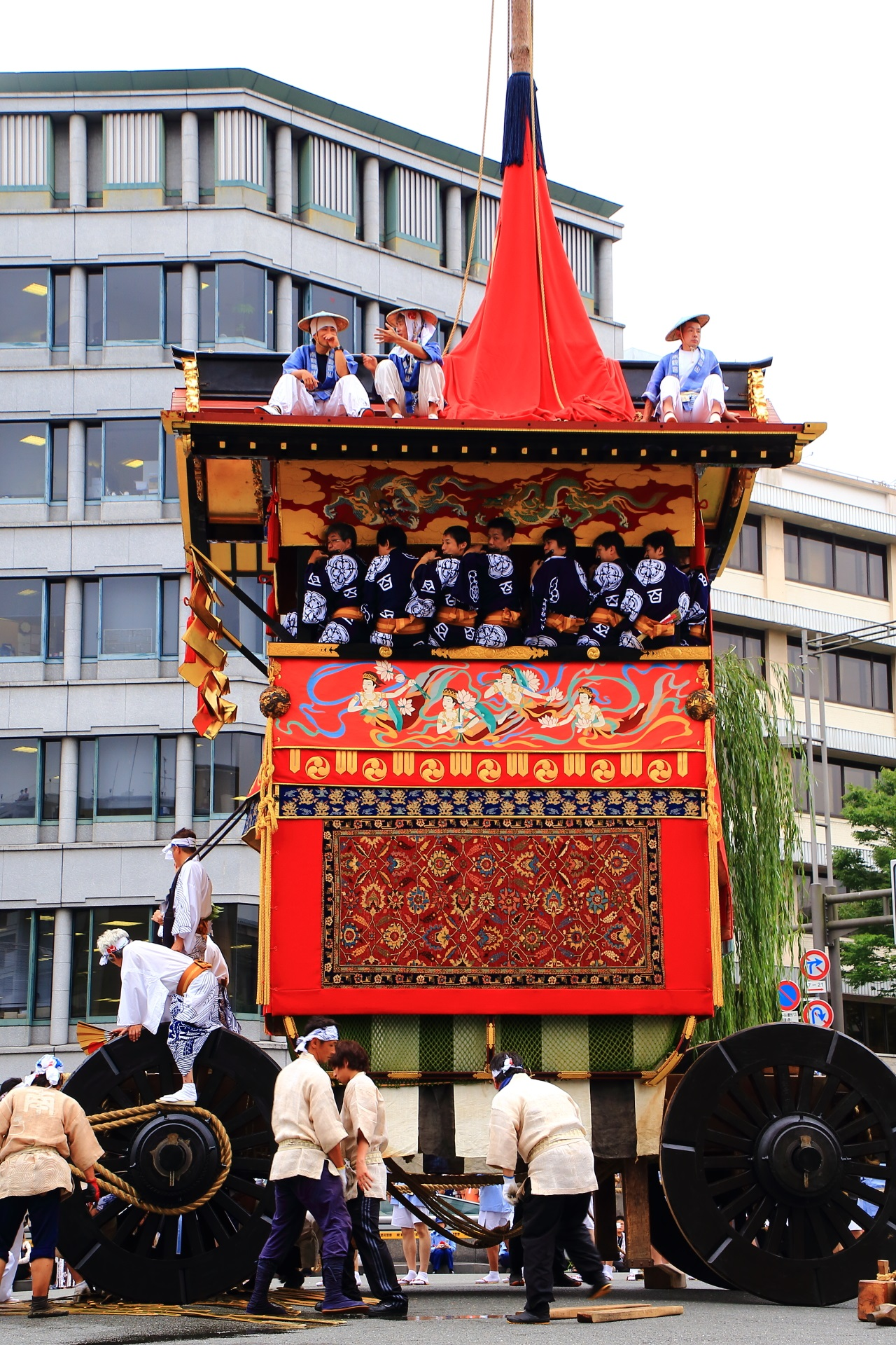 A wonderful Yamahoko-Junko Cruise of the Kyoto Gion Festival