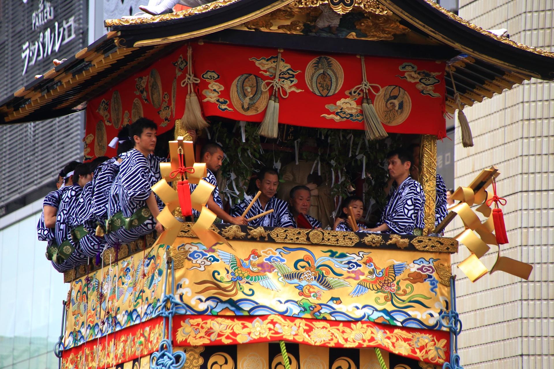 岩戸山の華やかな水引や装飾