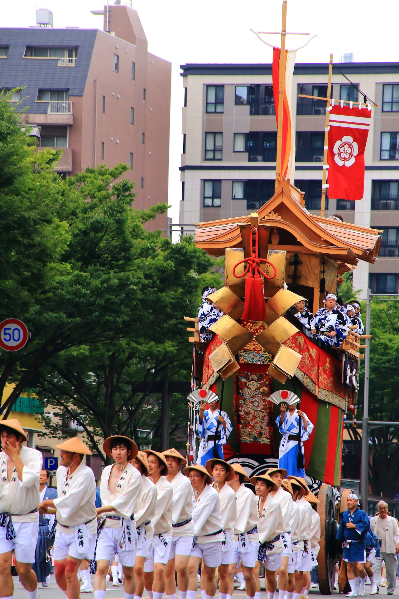 Ohfune-Hoko appeared in the Yama-Hoko Junko Cruise of the Kyoto Gion-Matsuri Festival