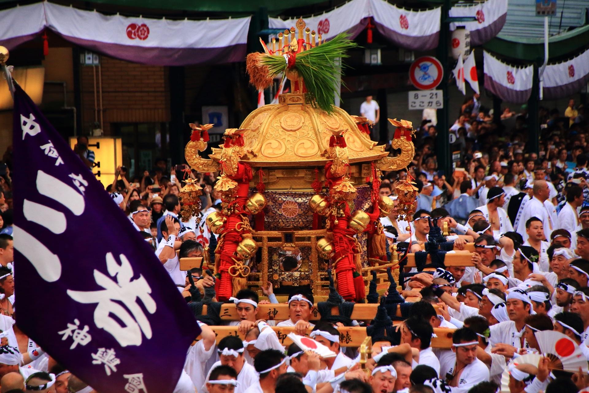 中御座神輿(なかござみこし)