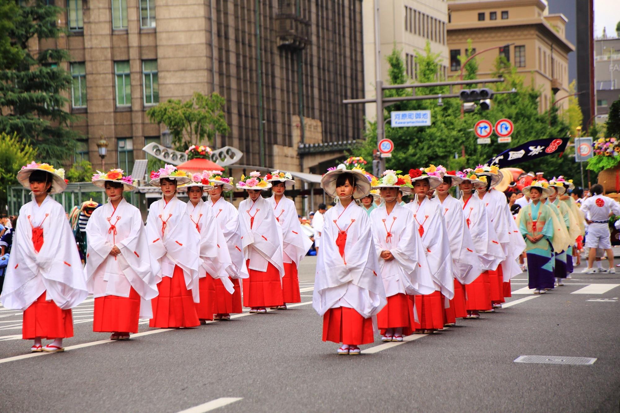 花傘巡行 祇園祭 街を巡る華やかな巡行