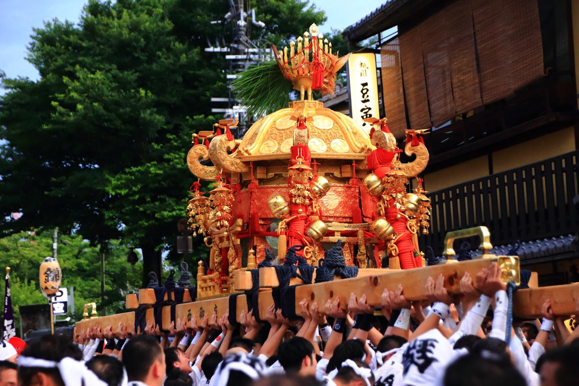 祇園祭 神幸祭と神輿渡御 京の街を巡るお神輿