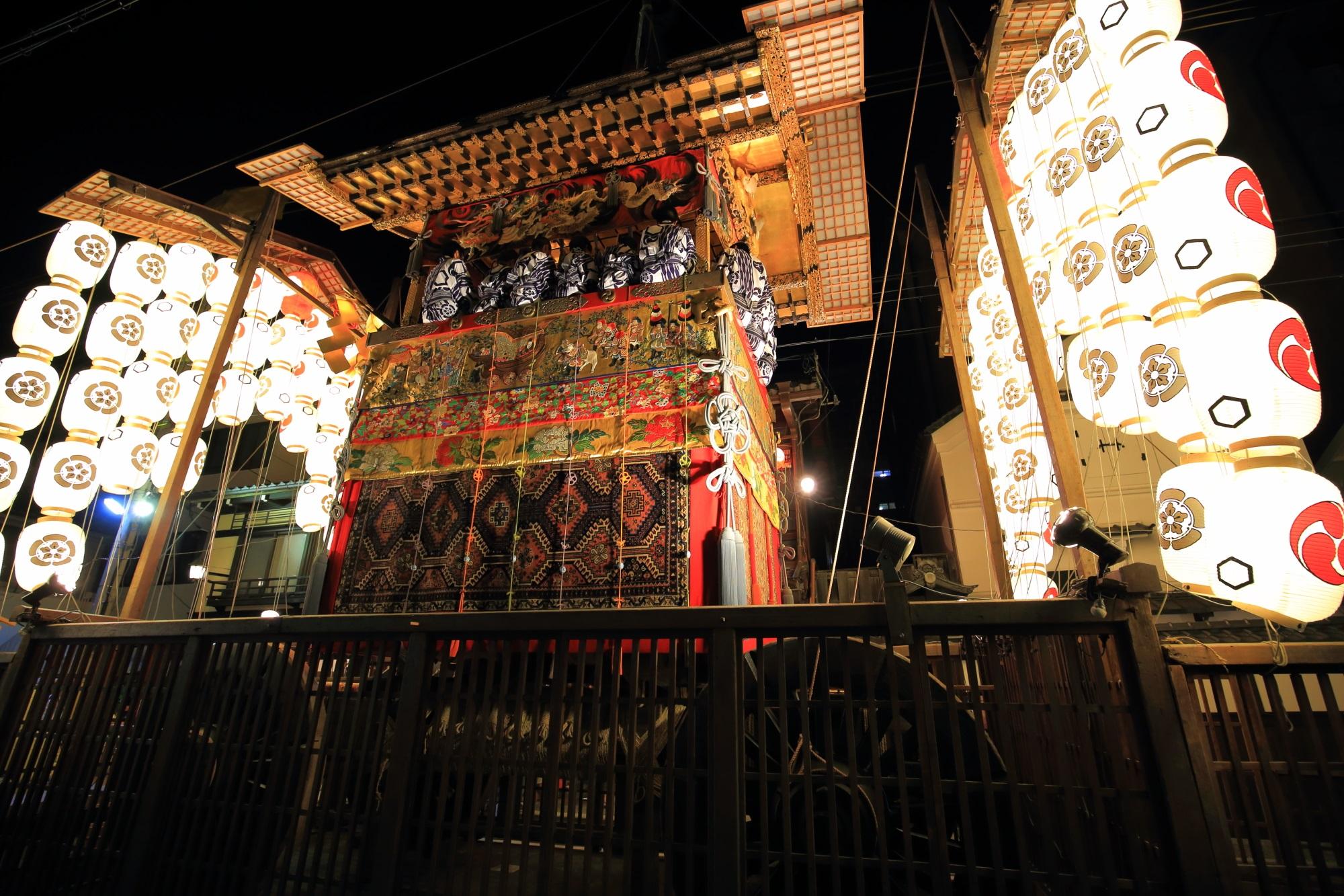 祇園祭 後祭 宵山 駒形提灯と綺麗な山鉾
