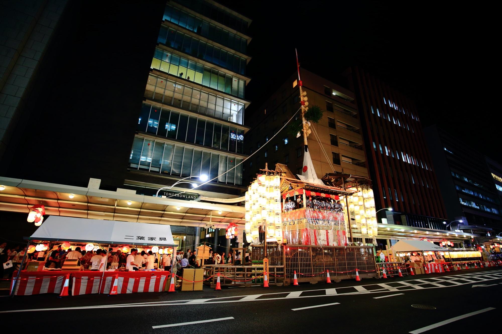 コンチキチンの祇園囃子と駒形提灯 祇園祭 宵山