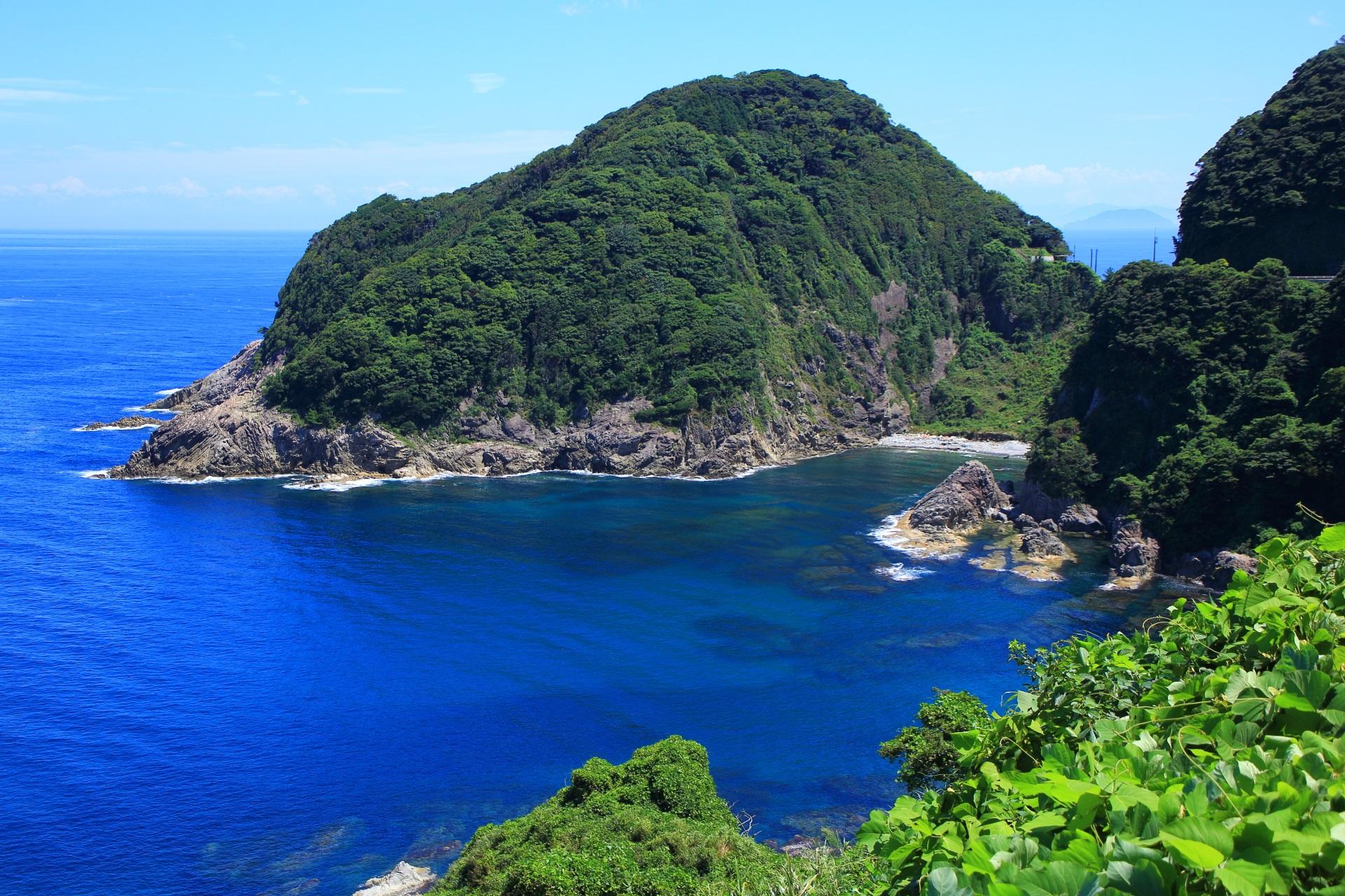 豪快な甲崎(さるざき)と穏やかな日本海の極上の海の景色
