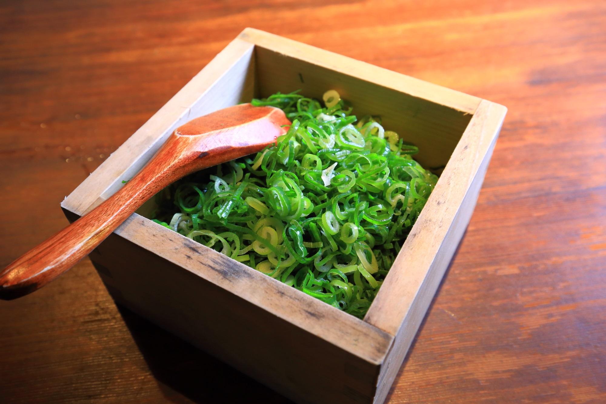 人気の和食の葱や平吉高瀬川店のかけ放題のネギ