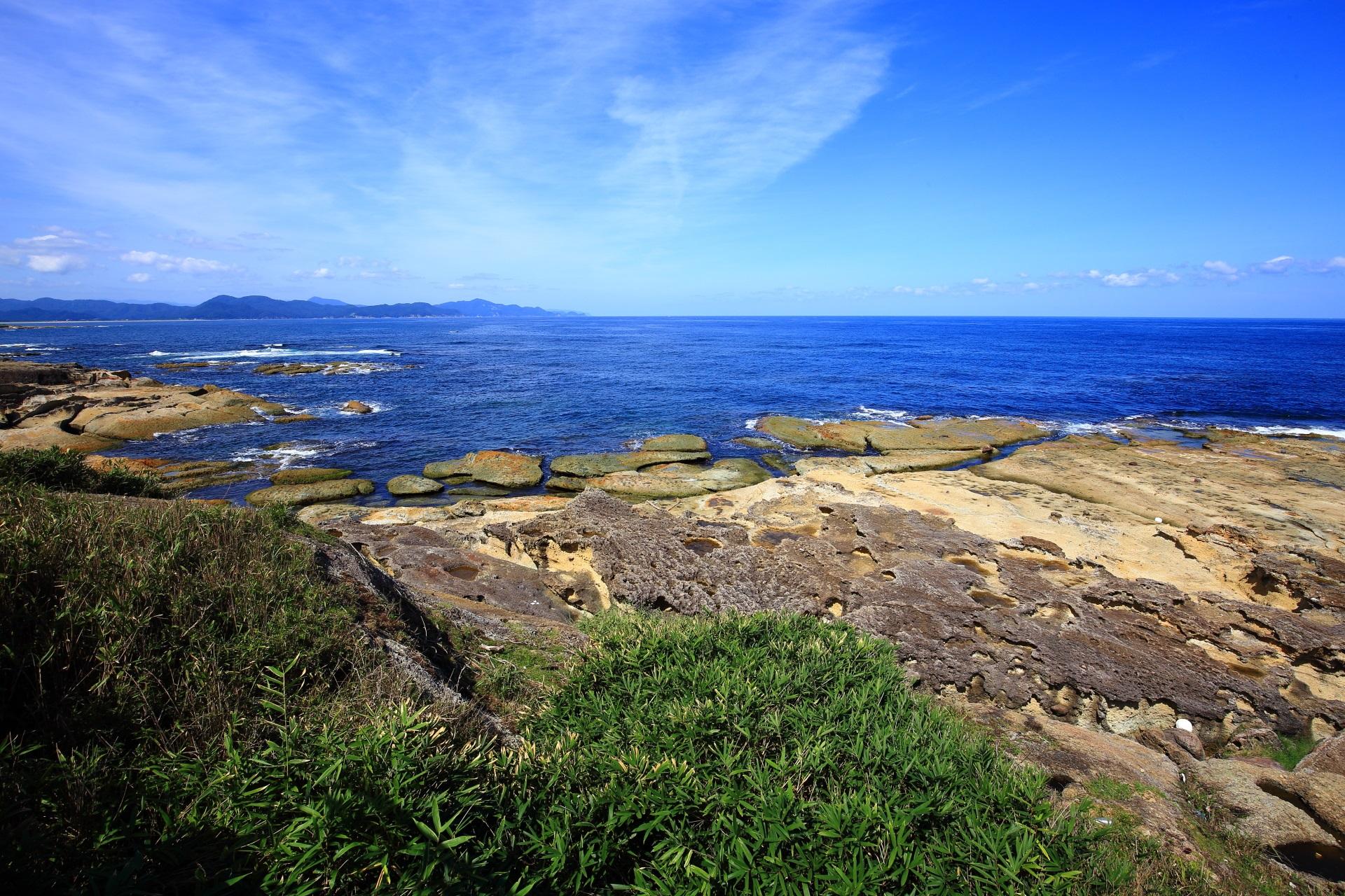 夕日ヶ浦や久美浜方面の五色浜の海と岩場