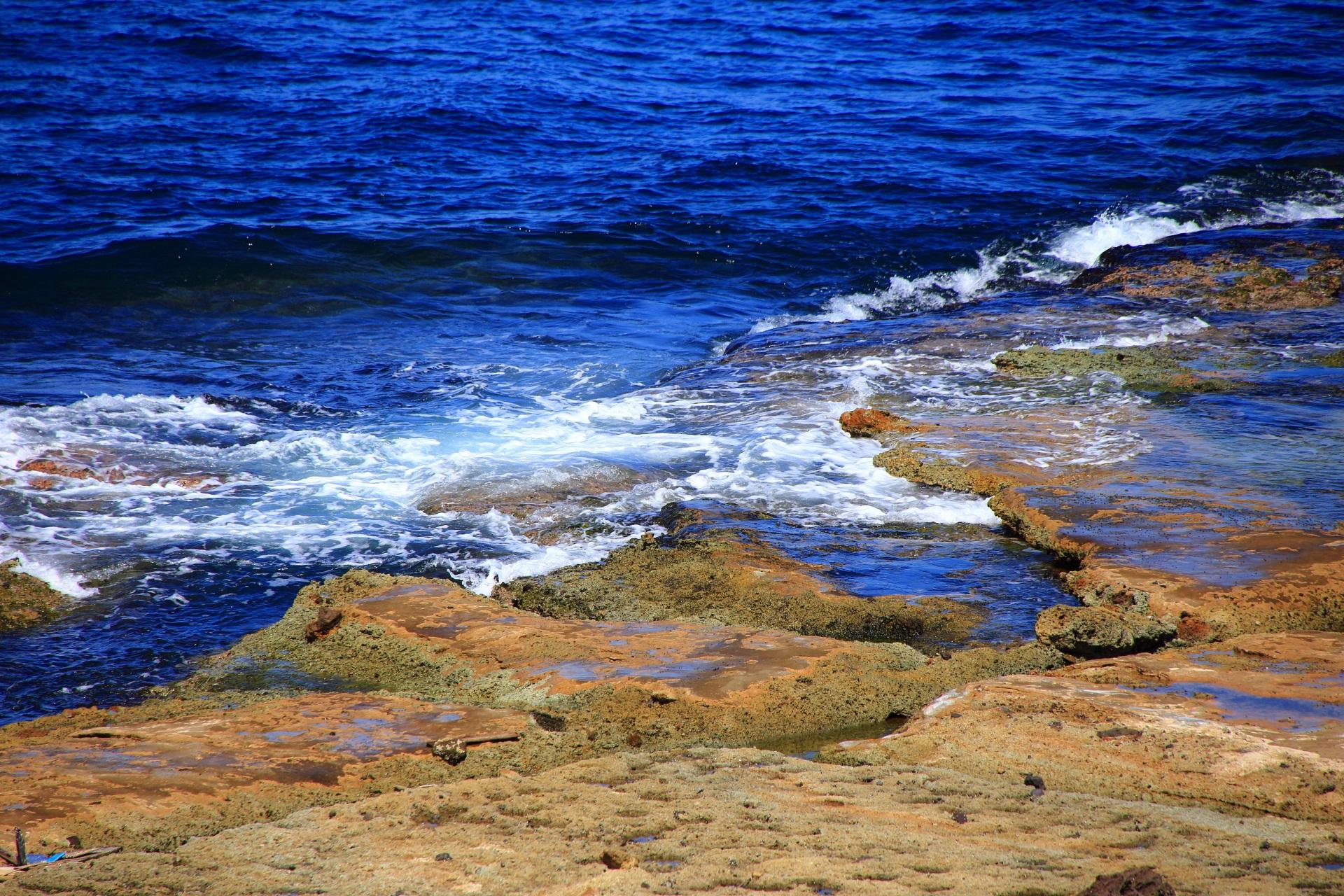 夏は海水浴に人気の五色浜