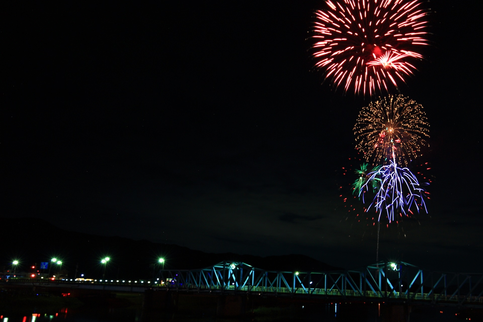 南丹市の鮮やかな花火