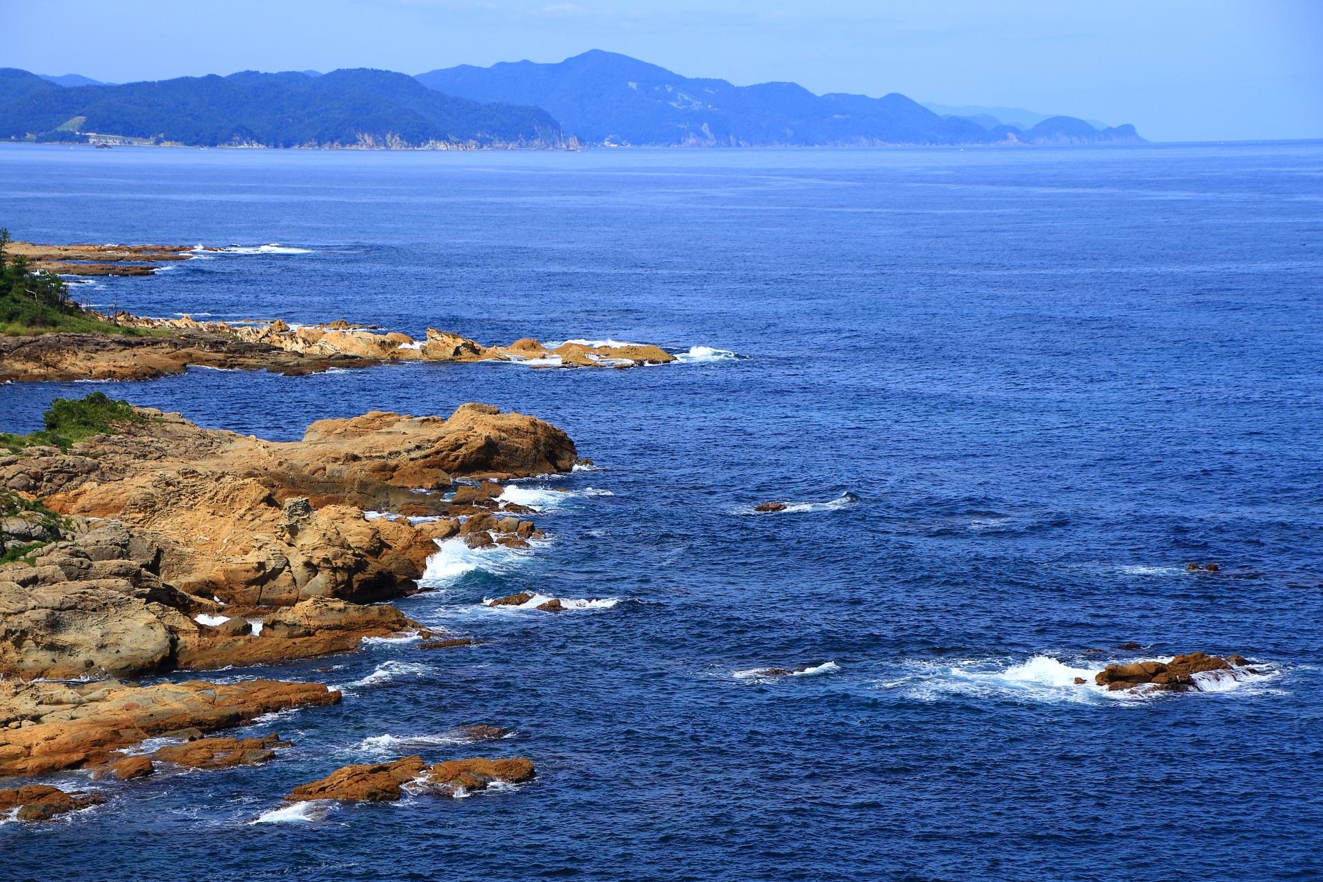 京丹後市網野町塩江にある五色浜と西側の海
