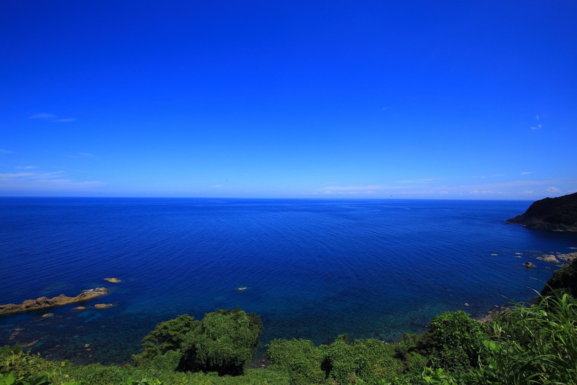 崖が少なくなり少し緩やかな感じの視界が開けるカマヤ海岸