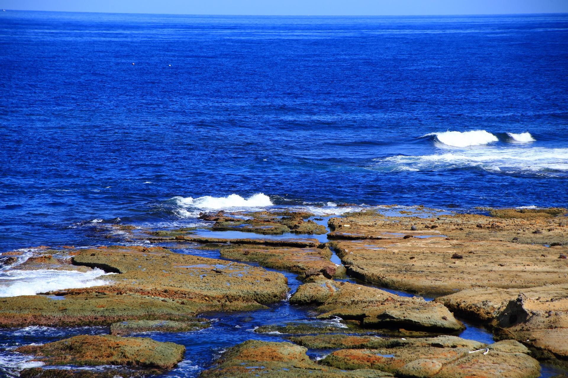 五色浜の向こうに広がるどこまでも続きそうな日本海
