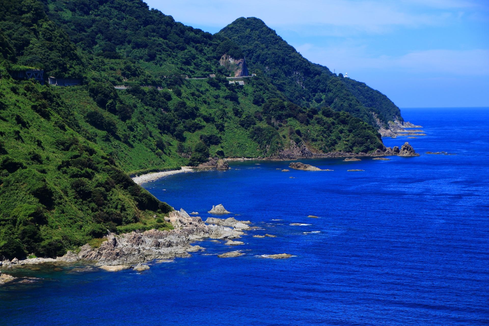 丹後半島の甲崎(さるざき)から北端の経ヶ岬(きょうがみさき)へ続くカマヤ海岸