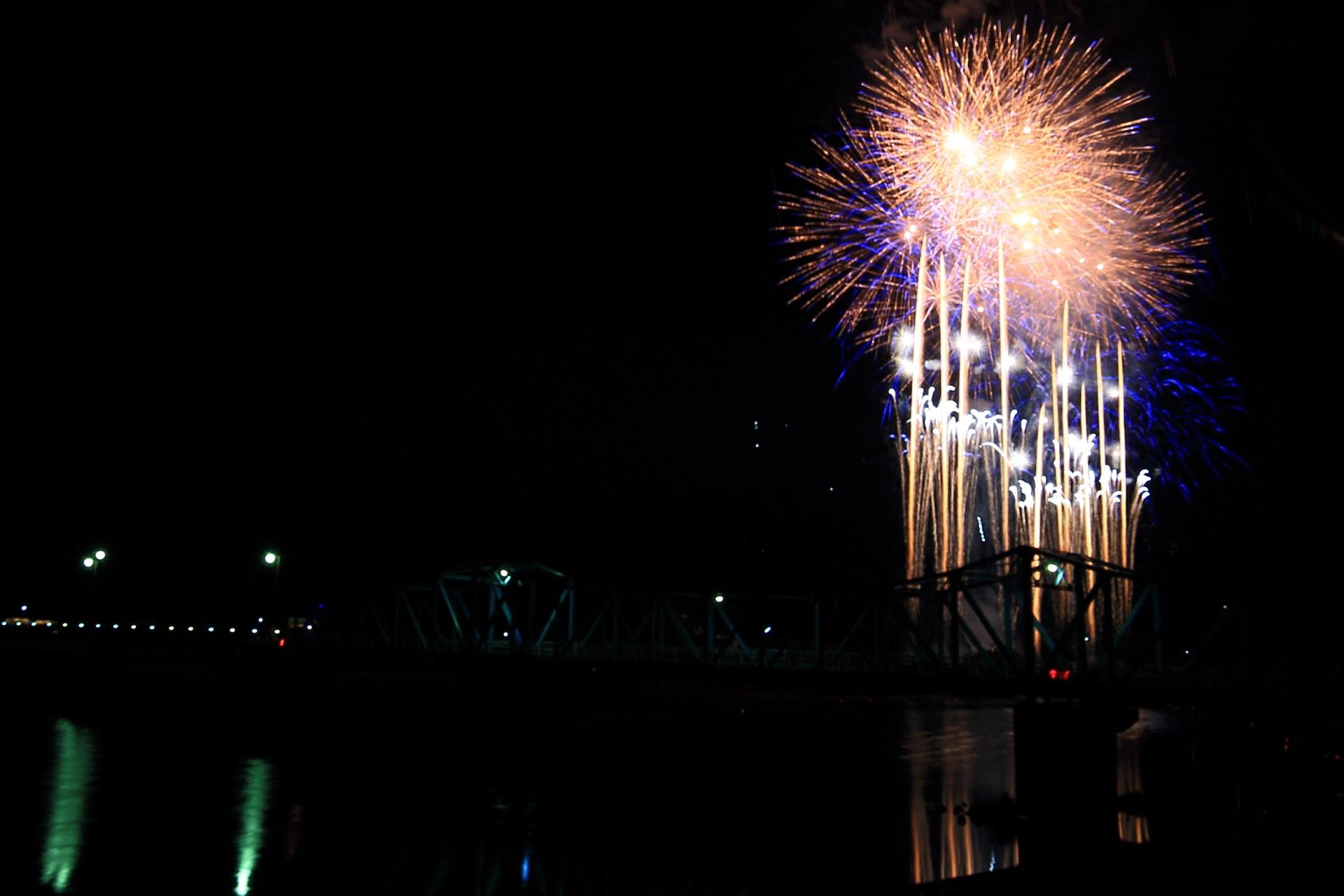 南丹市の豪快な花火大会