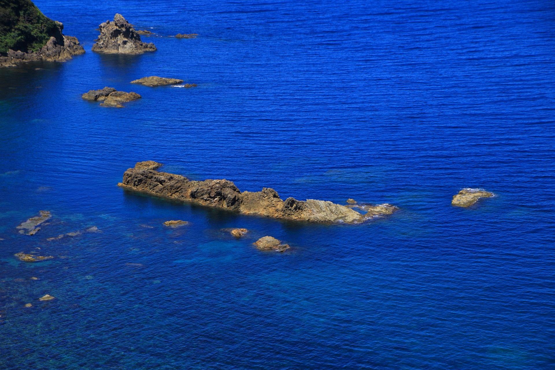 長い年月をかけて地球が創ったカマヤ海岸の岩の作品
