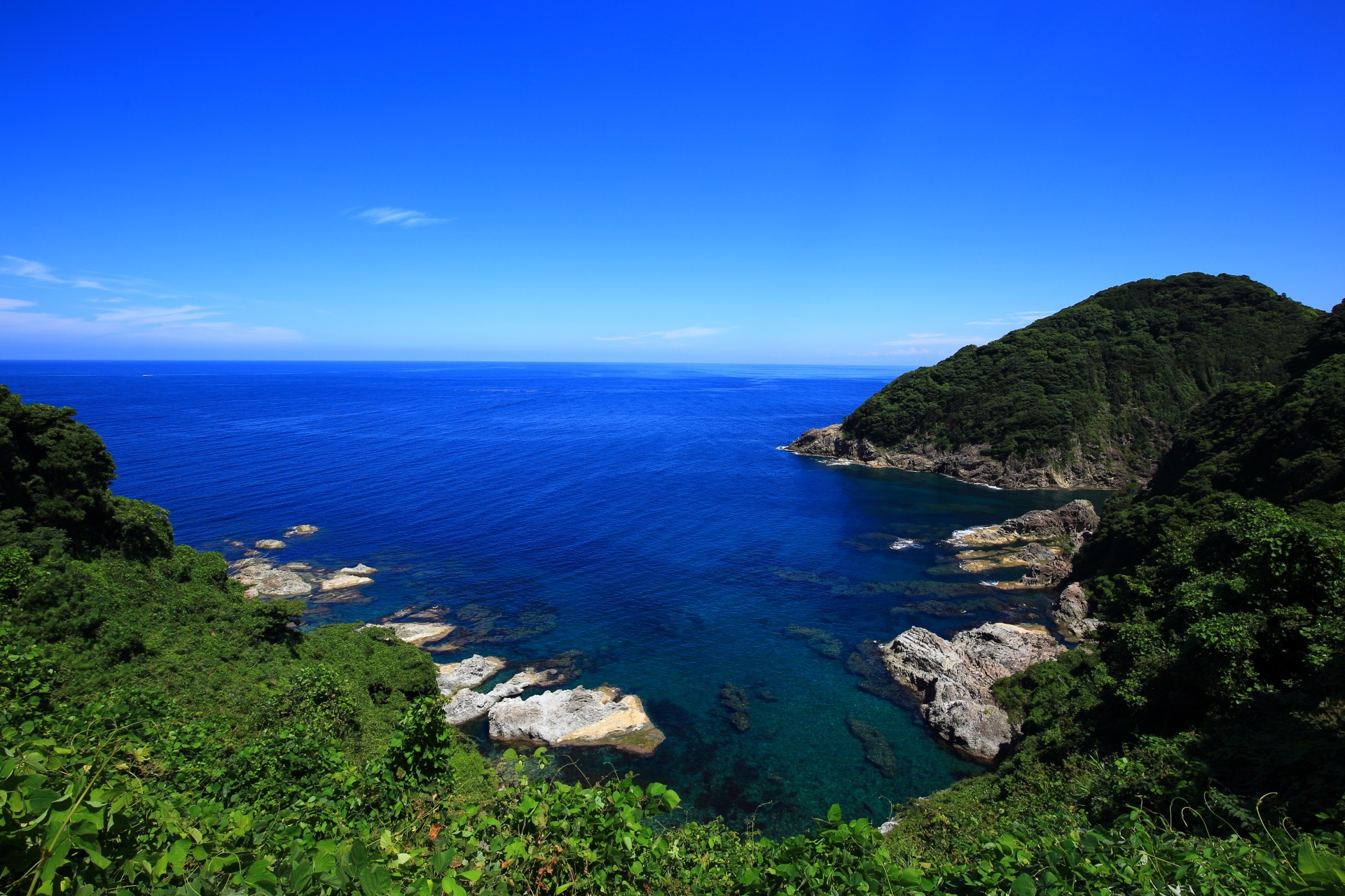 蒲入ロードパークより一望できる日本海に面した蒲入地区のカマヤ海岸