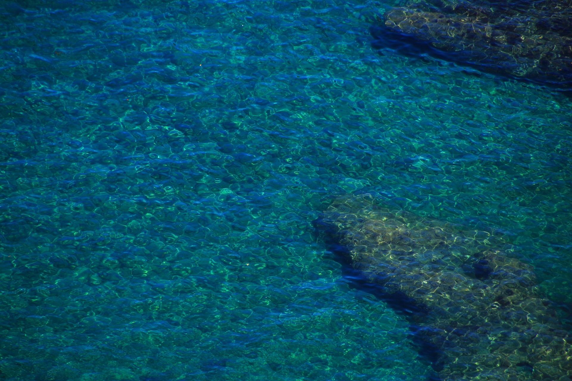 カマヤ海岸の透きとおる綺麗な海