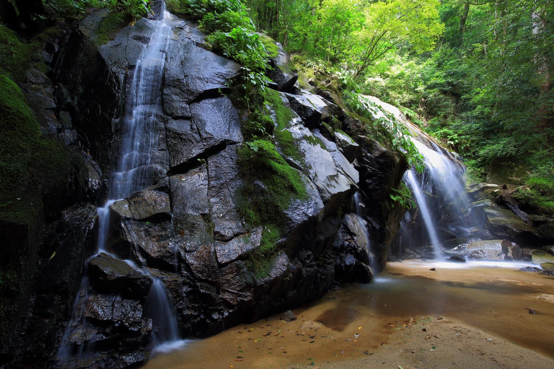 滝壺のない金引の滝