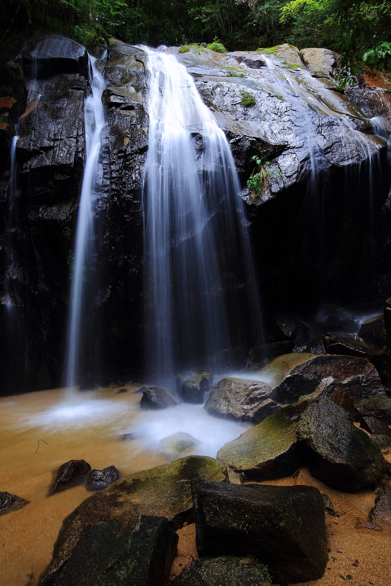 A beautiful waterfall named Kanabiki-no-taki in Kyoto,Japan
