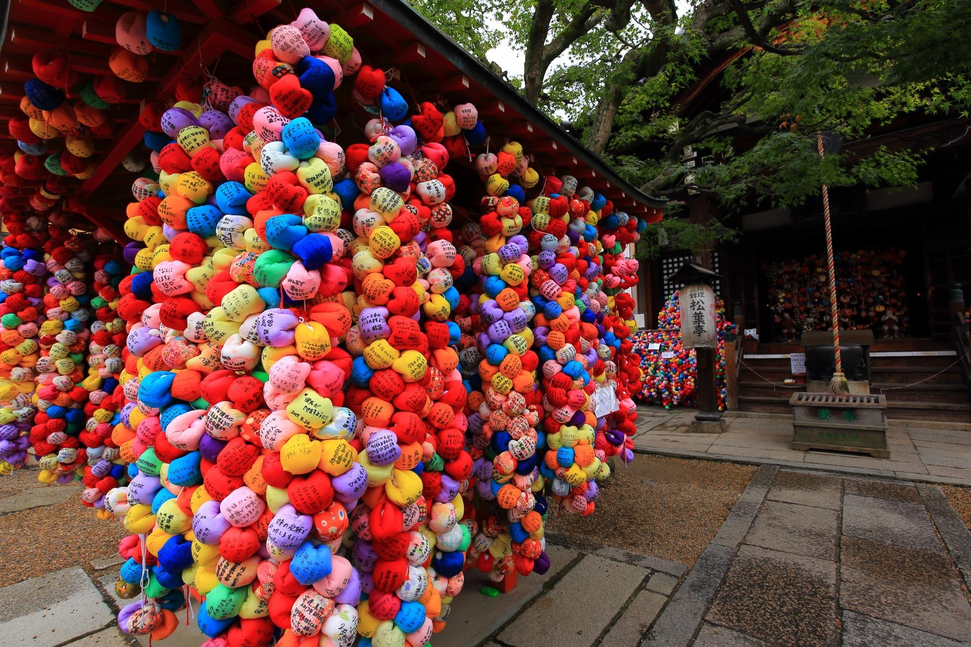 フォトジェニックなお寺である八坂庚申堂