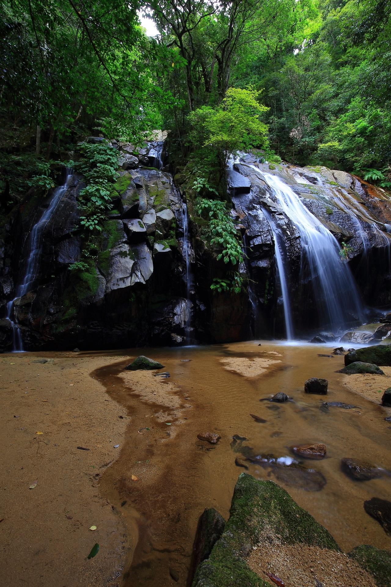 日本の滝百選に選ばれている金引の滝