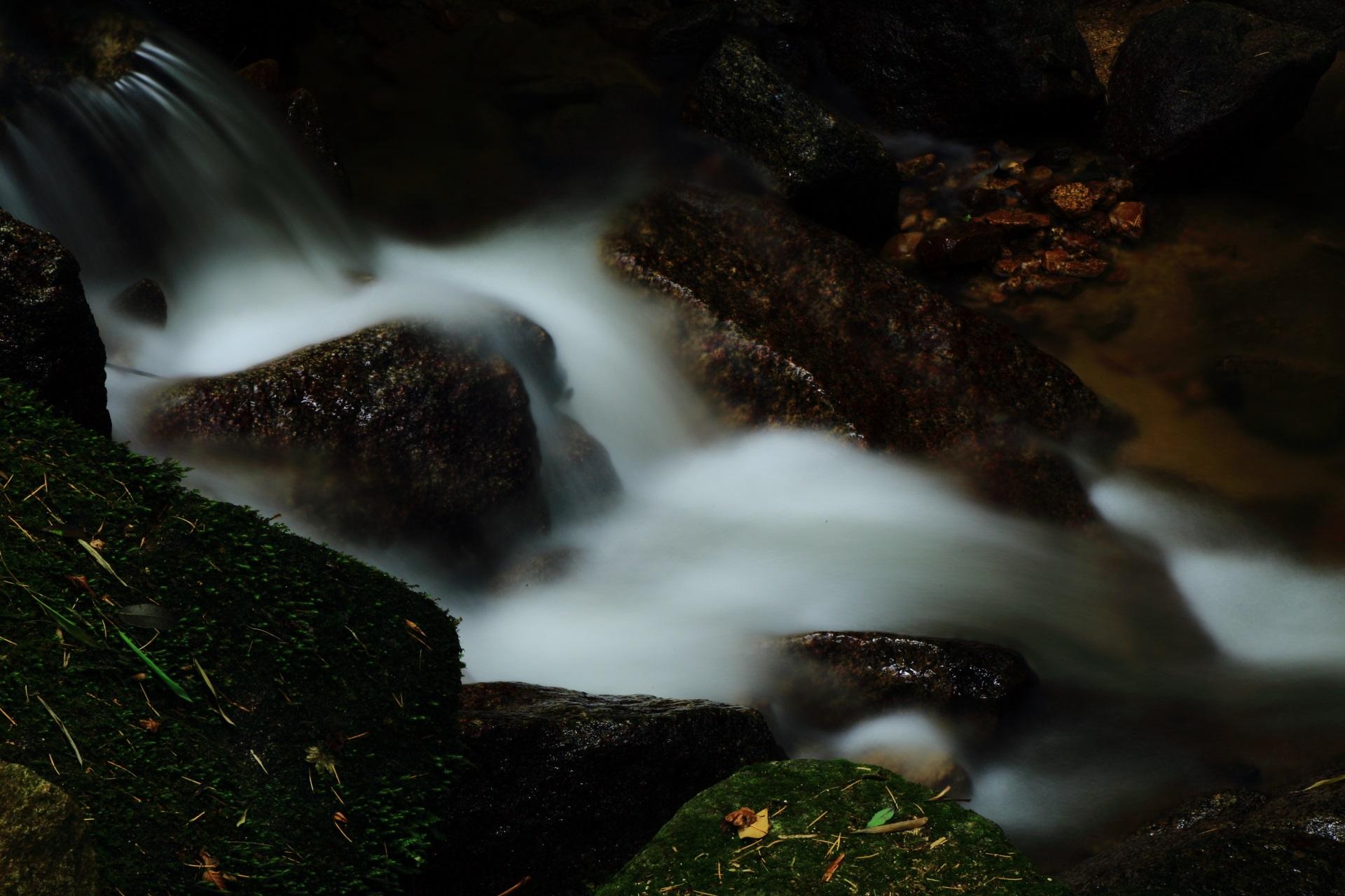 極上の滝と川の流れの景色