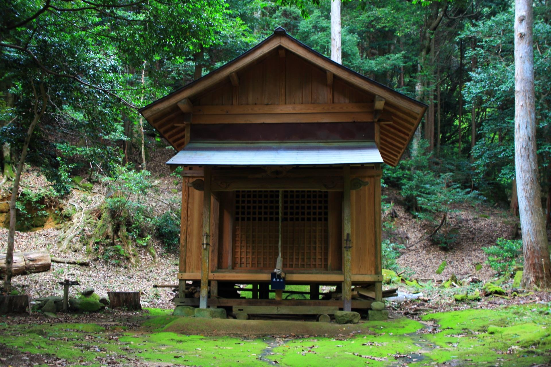 滝神社の本殿