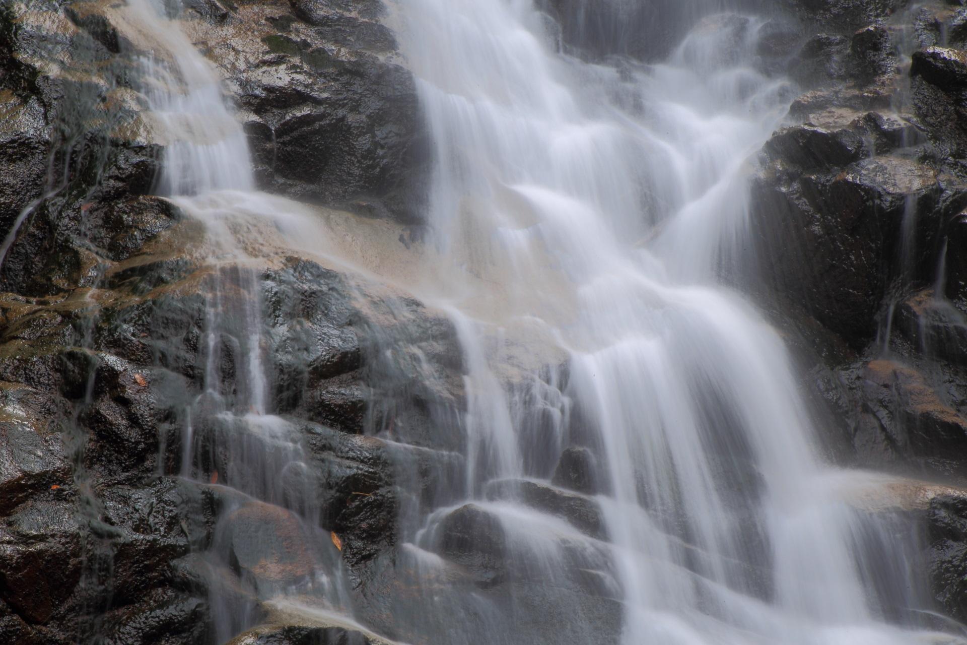 幻想的な水の流れ
