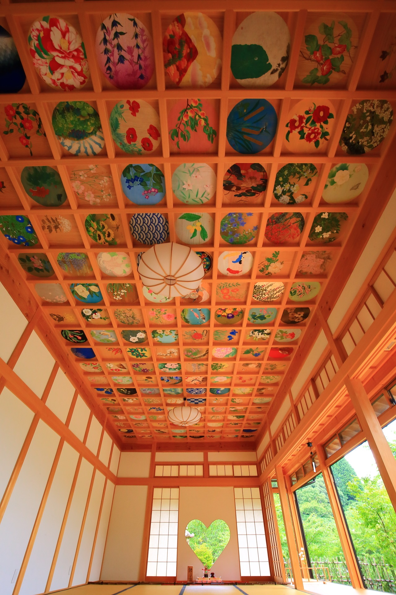 正寿院の素晴らしいハートの猪目窓と華やかな天井画