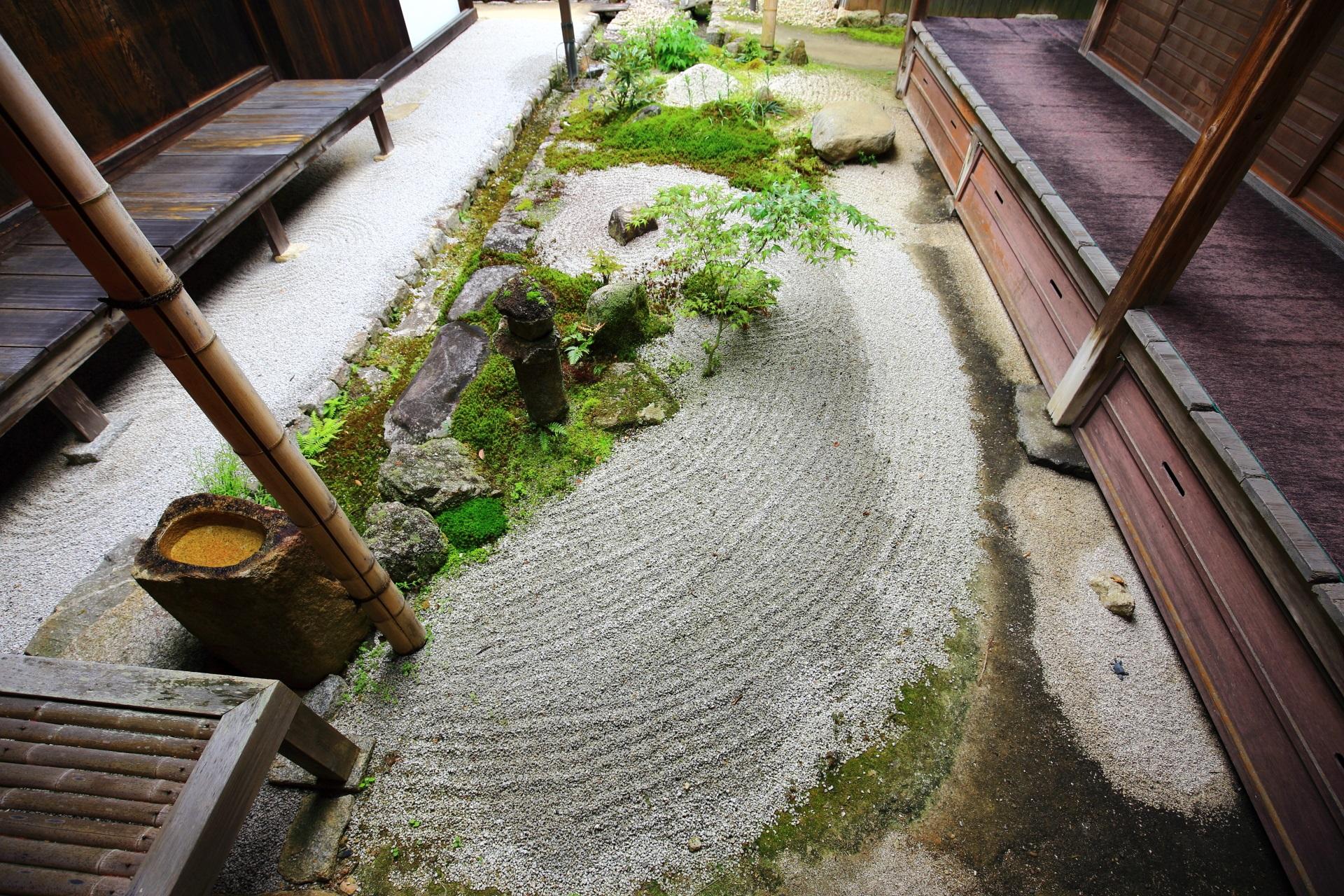 曼殊院の落ち着いた雰囲気の砂の中庭