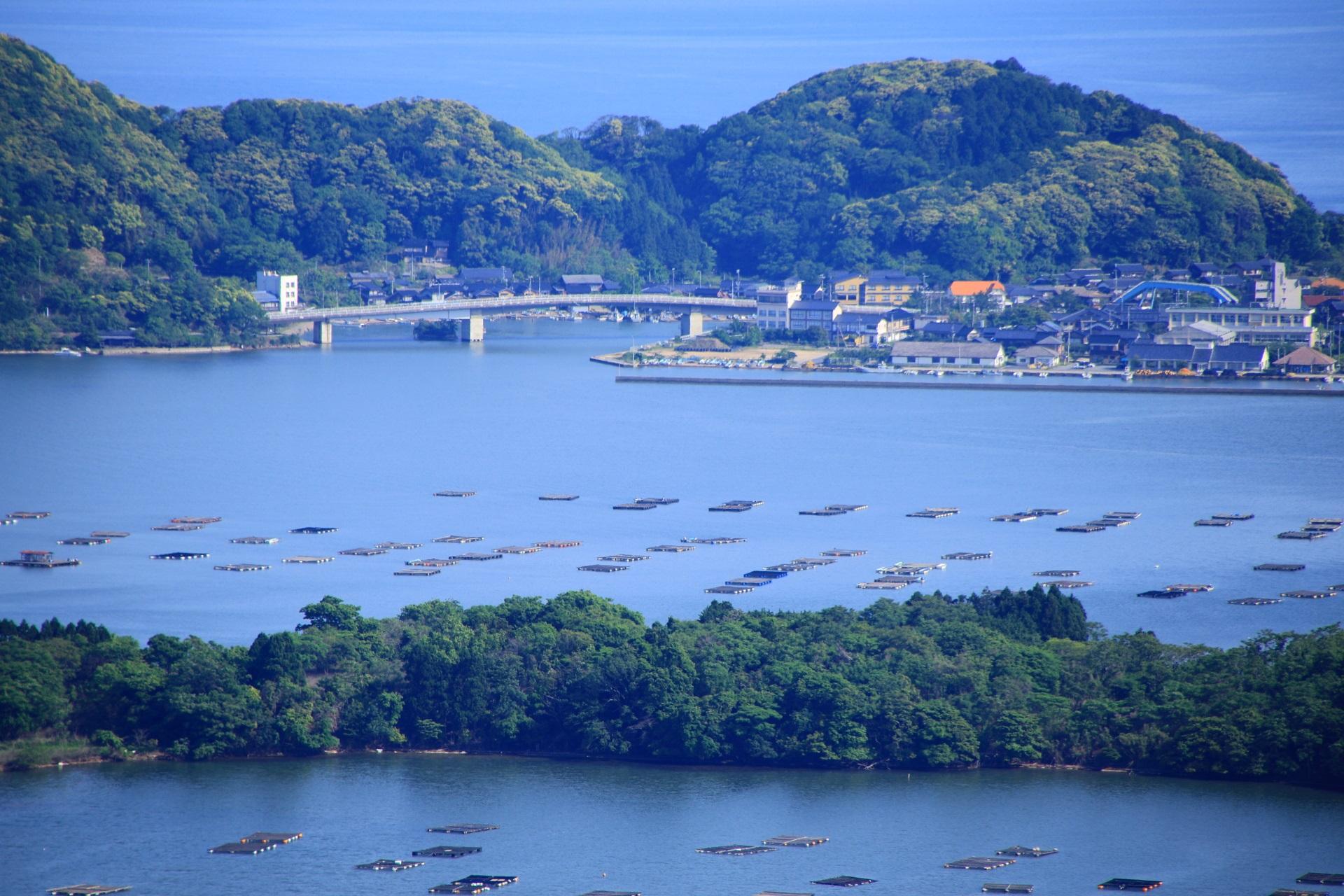 日本海と久美浜湾の間に架かる小天橋(しょうてんきょう)