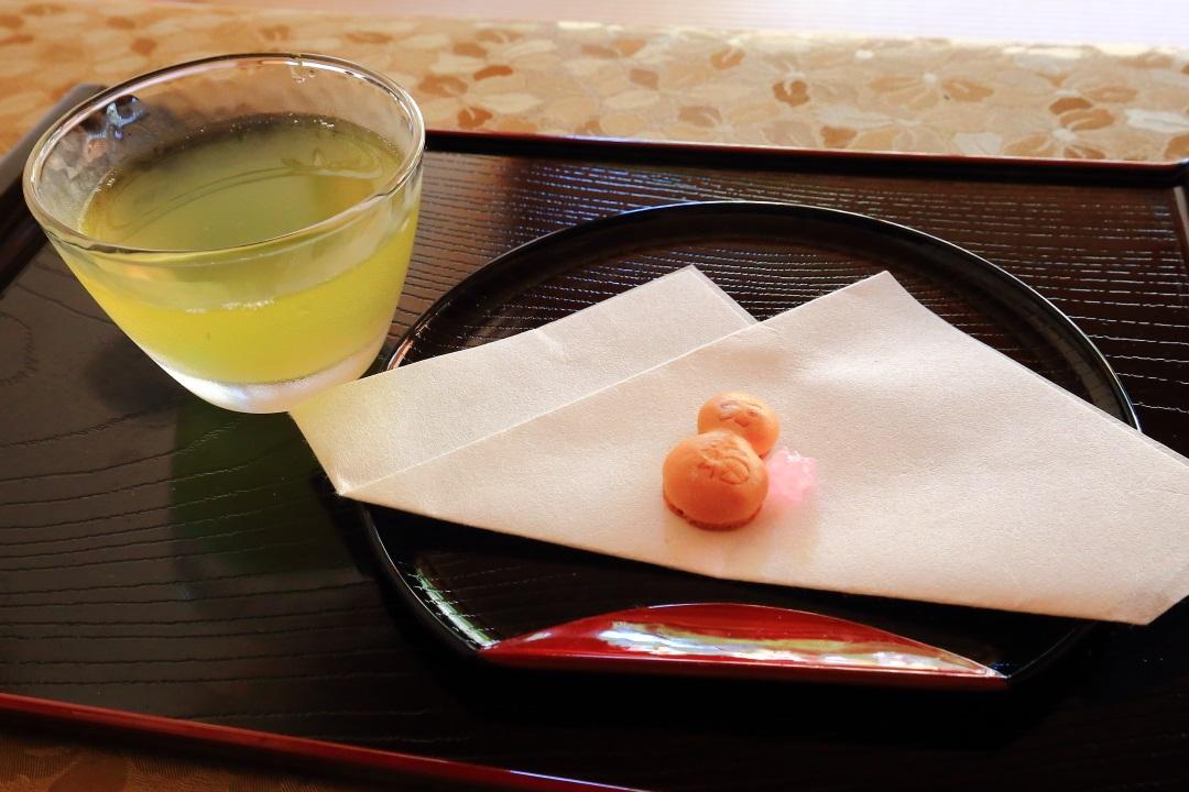 お茶の町として知られる宇治田原町にある正寿院のお茶とお菓子