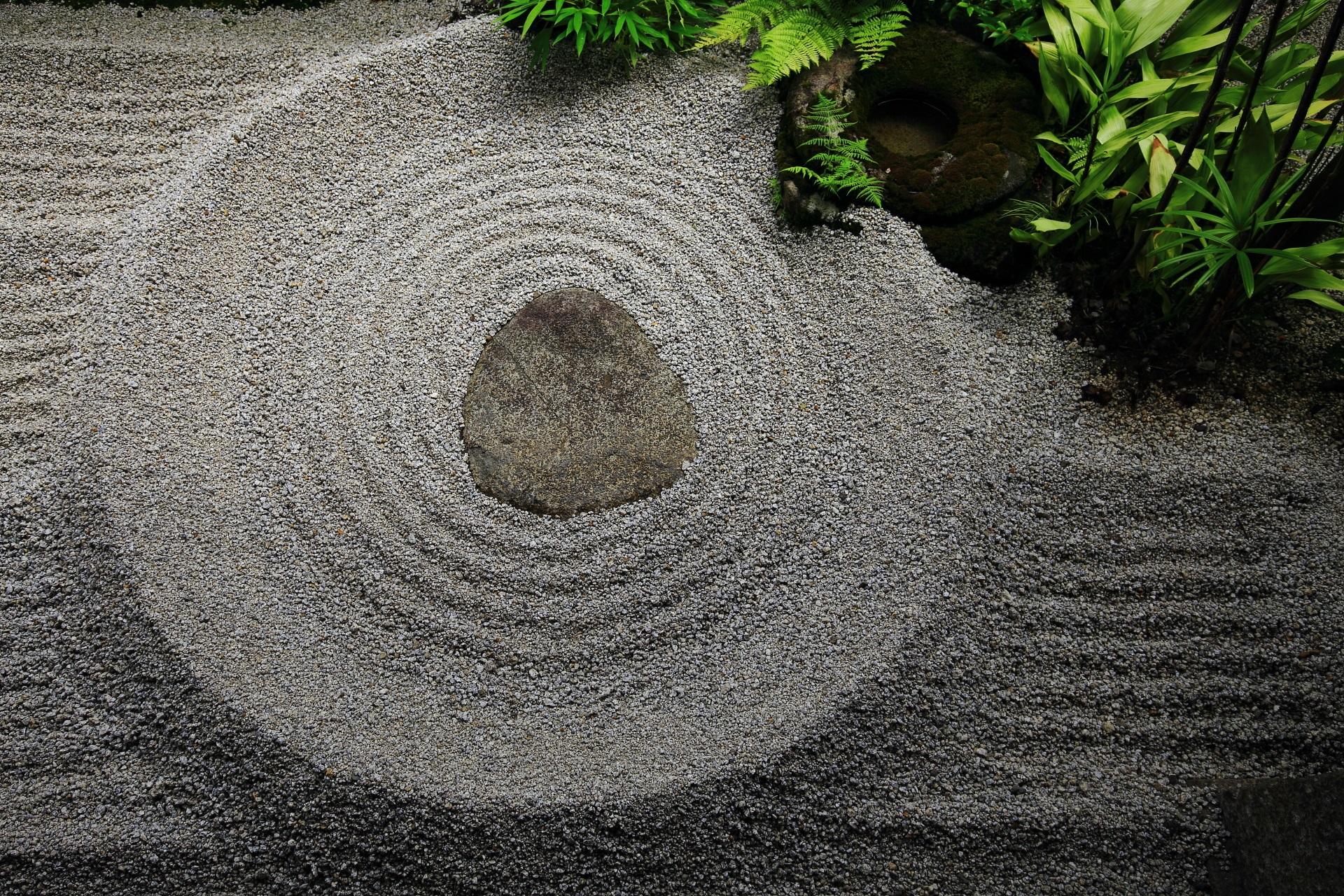 龍源院の滹沱底(阿吽の石庭)の阿の石