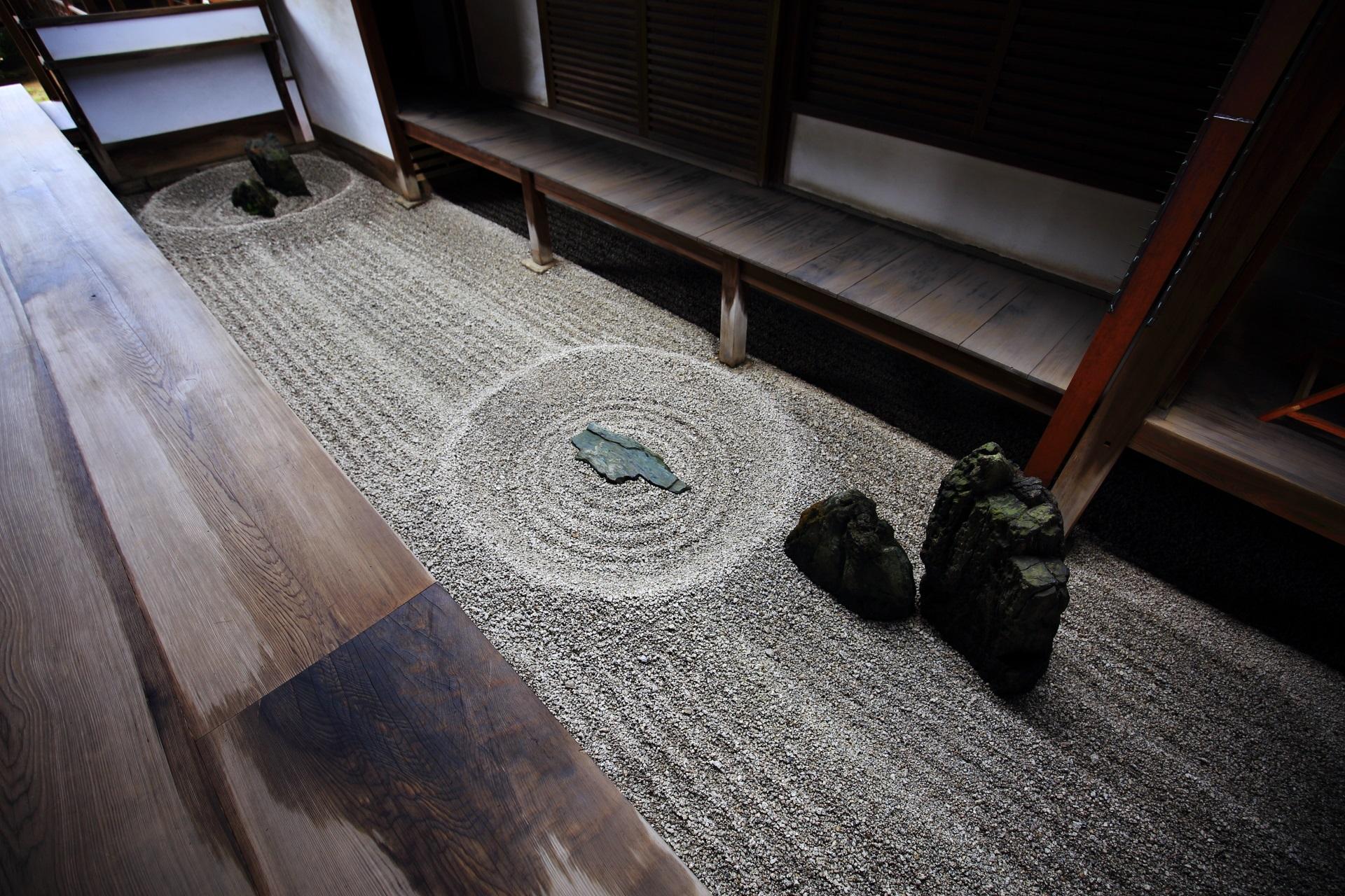 龍源院の方丈東側にある坪庭(壺庭)の「東滴壺(とうてきこ)」